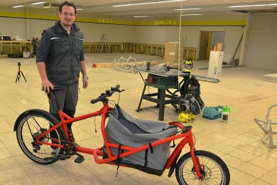 Clemens Kircher tüftelt künftig in der ehemaligen Kaufhalle in Kriebethal an Lastenfahrrädern.