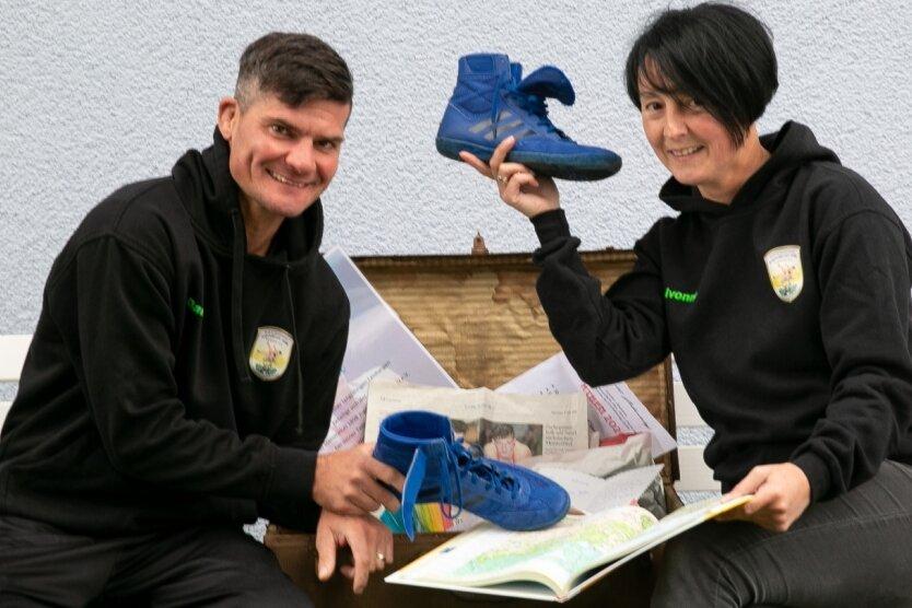 Daniel Franke und seine Frau Ivonne haben Ringerschuhe, Spenden und anderes im Koffer gelassen, um zur Weltmeisterschaft zu fliegen.