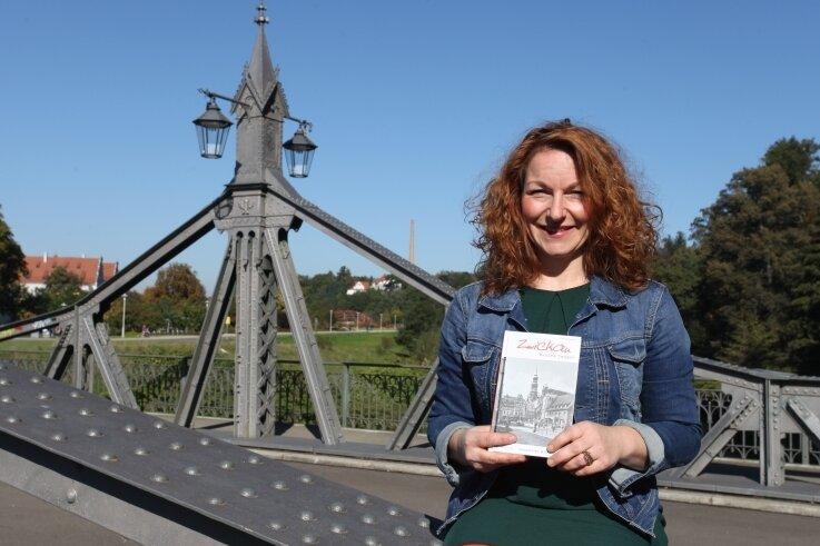 Claudia Drescher hat ein Buch über Zwickau geschrieben und hat dafür an viele Türen geklopft, um mit vielen Menschen zu plaudern.