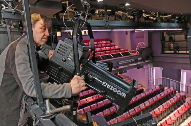 Scheinwerfer ausgerichtet: Matthias Fieseler ist seit 2015 Leiter der Beleuchtung am Theater.