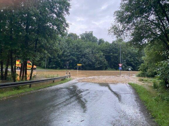 Die B 173 in Plauen musste wegen Überflutung teils voll gesperrt werden.