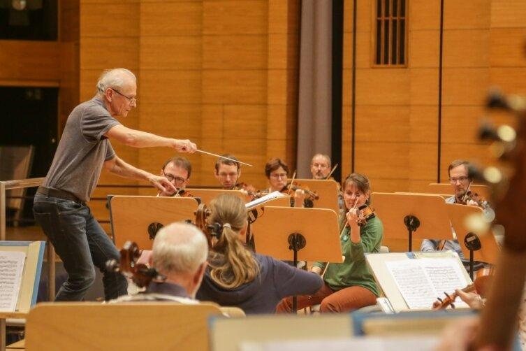 Seit 2002 leitet Andreas Grohmann das Sächsische Sinfonieorchester Chemnitz. Im großen Saal der Stadthalle findet am 3. Oktober das Konzert zum 60. Geburtstag des Orchesters statt.