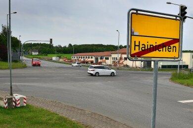 Auf der Kreuzung der B 169 undS 201 in Hainichen wurde die Fahrbahn erneuert.