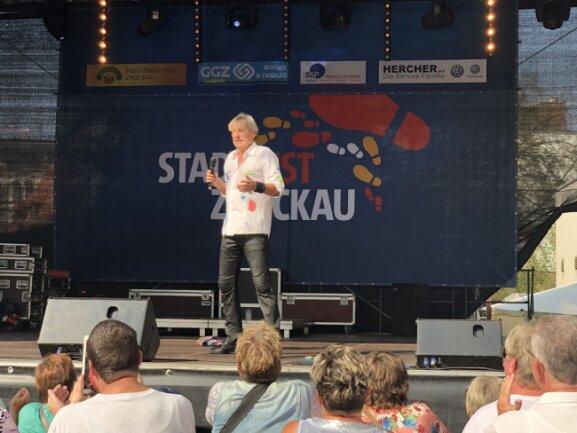 Unterhielt sein Publikum mit Gesang und Witzen: Schlager-Veteran Bernhard Brink.