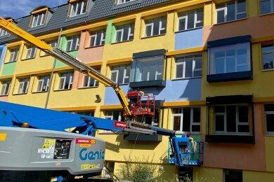 Pilotprojekt: An der Fassade der Regelschule im thüringischen Schmalkalden hat die Firma Alusysteme-Metallbau Bellmann aus Brand-Erbisdorf Schallschutz- und Lüftungssysteme angebracht.