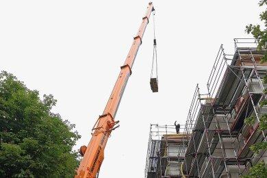 Auf der Baustelle fürs neue Service-Wohnen am Kuhberg 63 wurde die erste Anlage installiert.