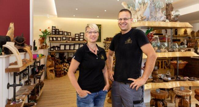 Alexandra und Robert Hähnel in ihrem Möbelgeschäft Kinaree. Der Vorsitzende des Gewerbevereins Zschopau unterstützt den neuen lokalen Online-Marktplatz bei Ebay.