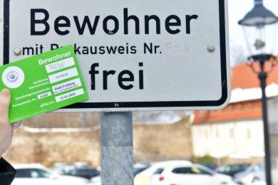 Anwohnerparkausweise in Freiberg sind jetzt mit einem Hologramm (erstes Feld) versehen.