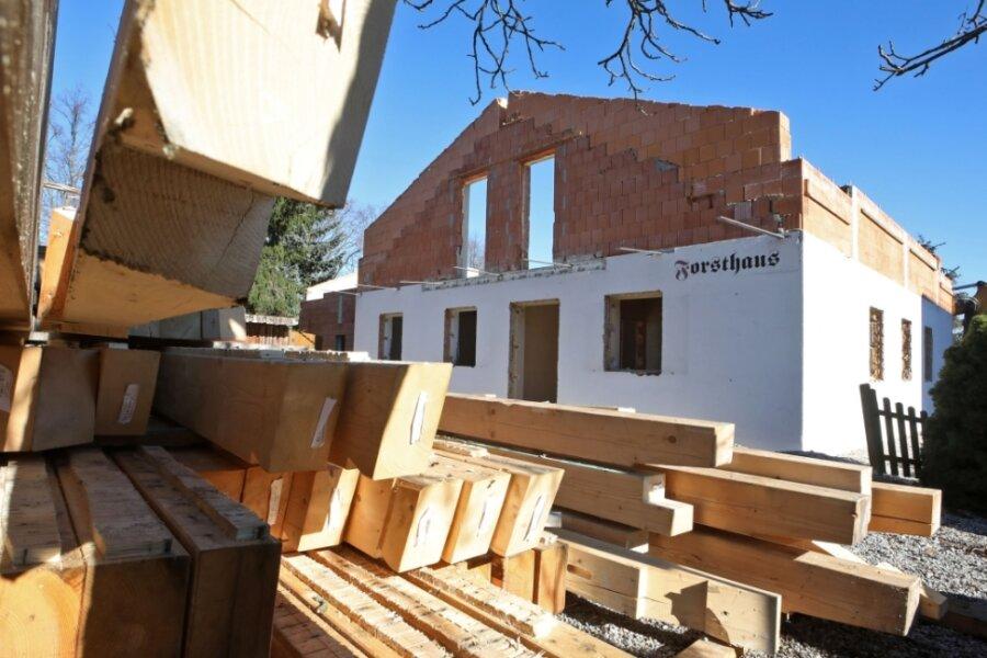Am Forsthaus in Glauchau laufen derzeit größere Umbauarbeiten. Der Betreiber plante um.