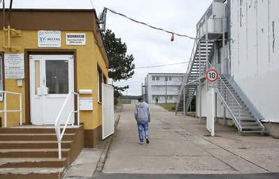Die vorhandenen Plätze in den sächsischen Asylbewerberheimen reichen angesichts steigender Flüchtlingszahlen nicht mehr aus. Deswegen wird nach weiteren Möglichkeiten der Unterbringung gesucht.