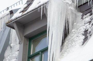 Eisgebilde an einem Fenster an der Plauener Nobelstraße.