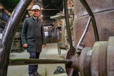 Behält in der Gießerei-Halle den Überblick: Max Jankowsky, Geschäftsführer der GL Gießerei Lößnitz GmbH.