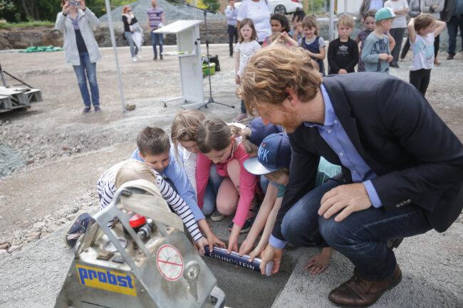 Grundsteinlegung für die neue Kindertagesstätte an der Schloßstraße.