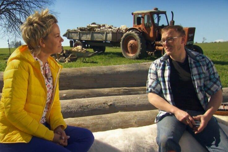 Inka Bause zu Besuch auf Andys Bauernhof. Im Kandidaten-Film wurde auch angestoßen - natürlich mit einem Likör von Zill & Engler Reichenbach.