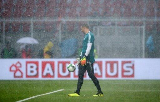 Manuel Neuer im Regen von Klagenfurt