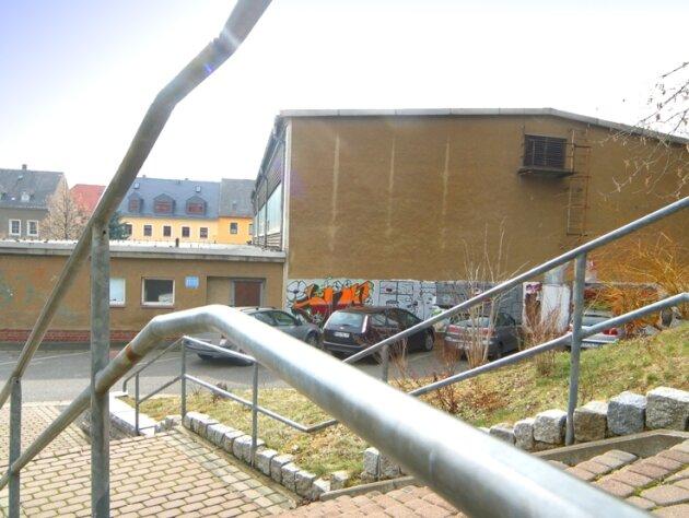Die alte Halle: Völlig umgebaut werden soll die Turnhalle der Nexö-Mittelschule in Zschopau. Der Teilabriss beginnt am 19. April. Die Stadt rechnet mit Kosten in Höhe von 3,15 Millionen Euro.