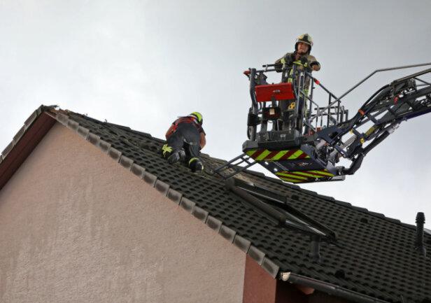 In Gersdorf wird ein Einfamilienhaus von einem Blitz heimgesucht.