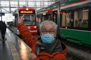 In den Chemnitz-Bahnen hören Fahrgäste nun Ansagen des Kabarettisten Tom Pauls in seiner Rolle der Ilse Bähnert.