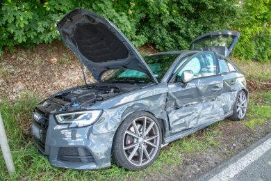 Bei einem Unfall in Lichtenstein ist ein Autofahrer am Dienstagnachmittag schwer verletzt worden.