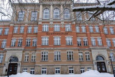 Einem kostenlosen Corona-Schnelltest konnten beziehungsweise können sich 869 Schüler von Abschlussklassen sowie Lehrer am Montag und Dienstag im Auerbacher Goethe-Gymnasium unterziehen. Doch die Resonanz für die vom DRK ausgeführte Aktion ist sehr gering.