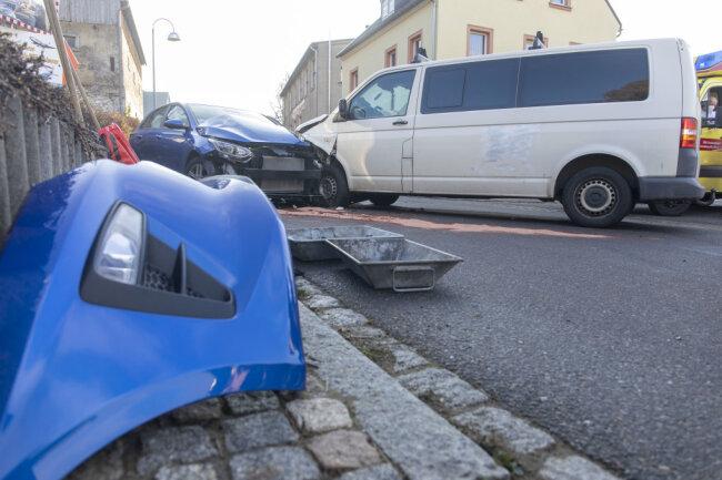 Zwei Autos sind am Samstagnachmittag in Drebach zusammengestoßen.