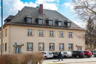 Das 1930 eingeweihte Postamt an der Bahnhofstraße in Flöha wird saniert und zum Geschäftssitz der Wohnungsgenossenschaft Flöha und Umgebung. Die Post ist mit ihrem Zustellstützpunkt schon im vorigen Jahr nach Plaue umgezogen.