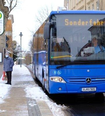 Ein Sonderbus brachte die Lengenfelder Schüler an die Friedensschule.