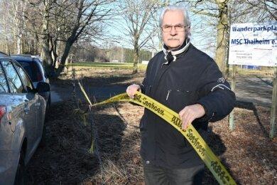 Der Wanderparkplatz wird bis auf weiteres gesperrt: Der Vorsitzende des MSC Thalheim, Frank Krumbiegel, weiß sich nicht mehr anders zu helfen, um seinen Mitgliedern Training zu ermöglichen.