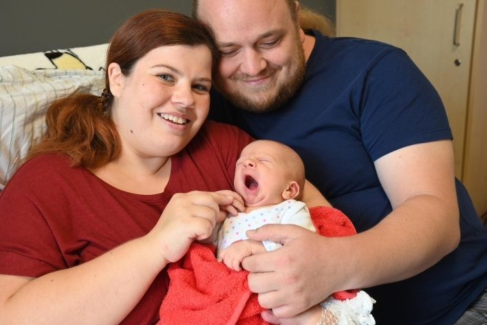 Tina Bauer und Florian Melcher aus Chemnitz mit Sohn Max Henry, der am 28. Juli geboren wurde.