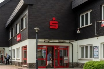 Das Sparkassengebäude am Olbernhauer Gessingplatz.