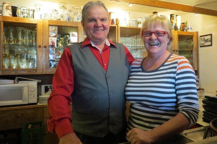 Peter und Ilona Jahnsmüller waren 30 Jahre Gastgeber in der Juchhöh.Das Foto entstand zum Betriebsjubiläum 2016.