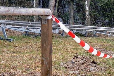 Auch das Geländer an der Coaster-Bahn muss nach Beschädigungen repariert werden. Aus der Holz- wird nun eine Stahlkonstruktion.