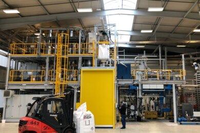 Für rund 6 Millionen Euro ist bei der Muldenhütten Recycling und Umwelttechnik GmbH eine zweite Extrusionsline zur Herstellung von Kunststoffgranulat aufgebaut worden.