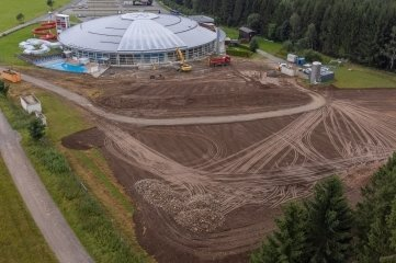 Bauarbeiten für ein Millionenprojekt haben am Freizeitbad bei Geyer begonnen.