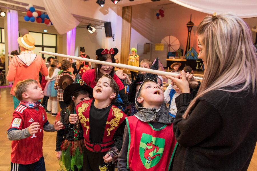 Schüler feiern Fasching im Bürgerhaus