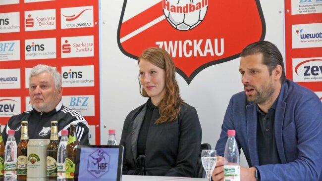 Torhüterin Nele Kurzke kennt die Zwickauer Trainer Norman Rentsch (rechts) und Dietmar Schmidt (links) von gemeinsamen Stationen unter anderem in Leipzig und Frankfurt. Die 30-Jährige hat beim BSV Sachsen einen Kontrakt für ein Jahr unterschrieben.
