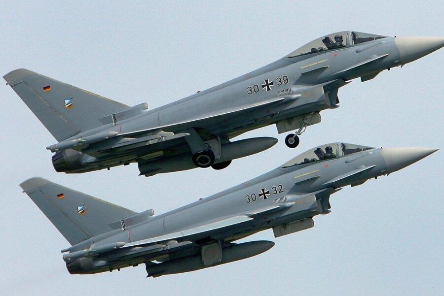 Ähnliche Modelle wie diese beiden Eurofighter waren im Juli über Zwickau, Mülsen und Lichtenstein gesichtet worden.