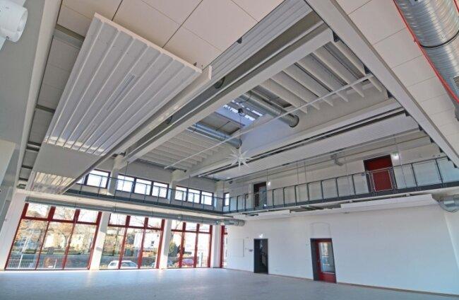 Blick in die künftige Ringerhalle mit Empore - entstanden im neuen Zwischenbau des Bahnhofsgebäudes.