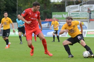 Marcel Schlosser (rechts in einem Testspiel gegen den FSV Zwickau) hat für den VfB Auerbach 159 Pflichtspiele bestritten.