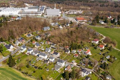 Das Luftbild zeigt die Siedlung Kauschwitz, am oberen Bildrand ist die Plamag zu sehen. Nun sollen weitere Wohnhäuser hinzukommen.