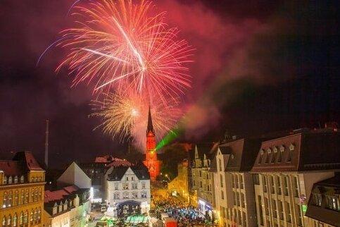 Gilt als ein Höhepunkt des Auer Stadtfestes: das Feuerwerk hinter der Roten Kirche. 2021 wird es wohl nicht zu sehen sein.