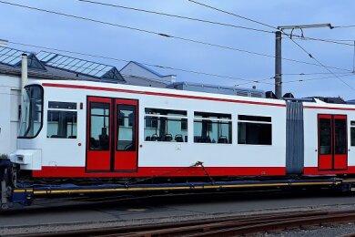 Die Straßenbahn ist nach der Hauptuntersuchung und Modernisierung zurück in Zwickau.
