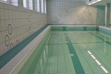 Gähnende Leere im Lehrschwimmbecken.