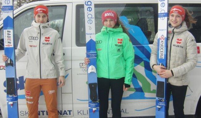 Für JWM gerüstet: Josephin Laue, Lia Böhme und Pia Lilian Kübler (v. l.) nehmen die Reise nach Finnland in Angriff.