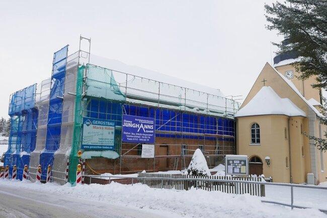 Derzeit wird der Innenbereich ausgebaut. Danach soll die Außenfassade eine Frischekur erhalten.