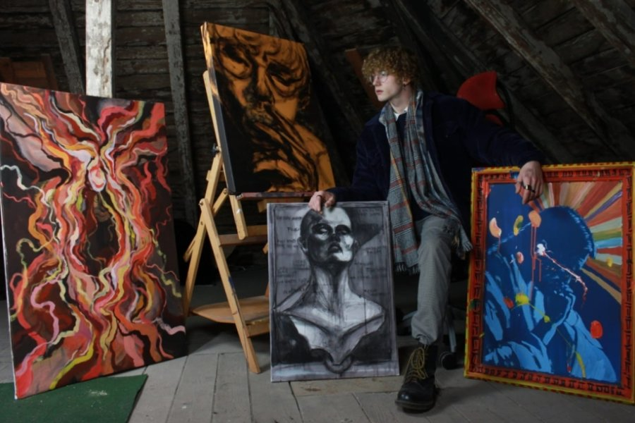 Ein junger Augustusburger hat einen der beiden diesjährigen Hauptpreise in der Altersklasse 19 bis 25 Jahre der Jugend-Kunst-Triennale gewonnen. Sein Siegergemälde wird bald im Max-Pechstein Museum in Zwickau ausgestellt.