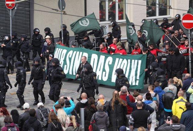 """In Plauen demonstrierte der rechtsextreme """"Dritte Weg"""". Etwa 1000 Anhängern standen 1000 Linke und Autonome gegenüber."""