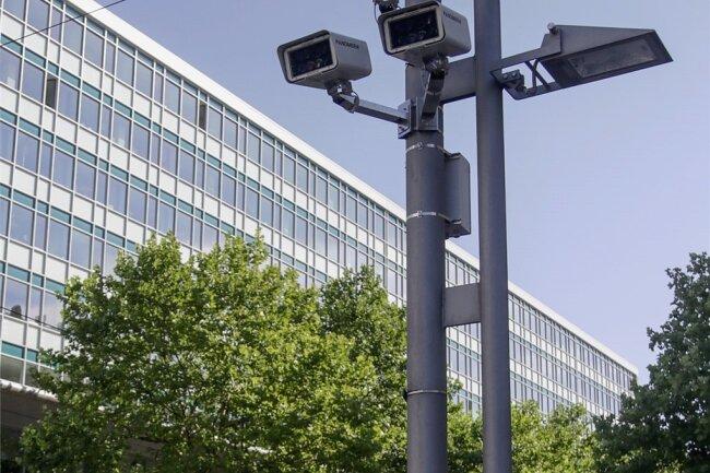 Vor fast drei Jahren wurden die Videokameras in der Innenstadt installiert. Später gab es Streit darum, ob sie immer laufen dürfen. Nun wurde eine Lösung gefunden.