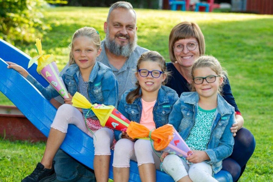 Sind die aber groß geworden: Elisa, Alexa, und Clara (von links) mit ihren Eltern.