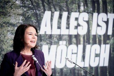 Als Annalena Baerbock im Dezember 1980 in Hannover zur Welt kommt, ist die grüne Partei in der Bundesrepublik gerade elf Monate alt.